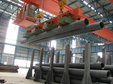 pipe lifting electromagnet in operation